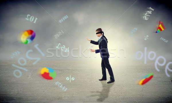 Fiatal bekötött szemű férfi karok néz út Stock fotó © adam121