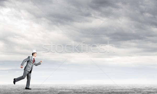 Rei empresário elegante terno corrida blue sky Foto stock © adam121
