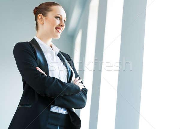 молодые современных деловой женщины оружия улыбается женщину Сток-фото © adam121