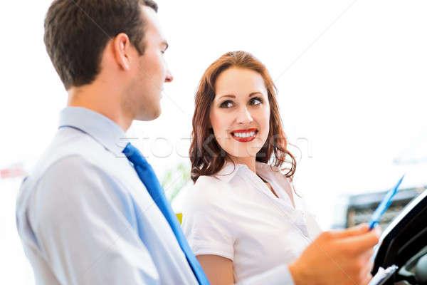 Berater Ausstellungsraum Käufer sprechen andere Stock foto © adam121