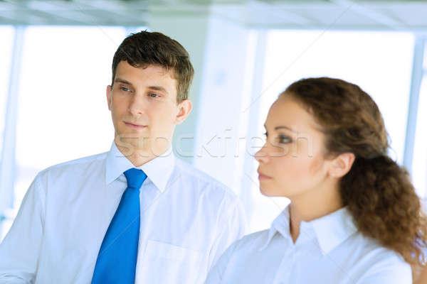 Zakenman vrouw bespreken gezamenlijk taak vriendelijk Stockfoto © adam121