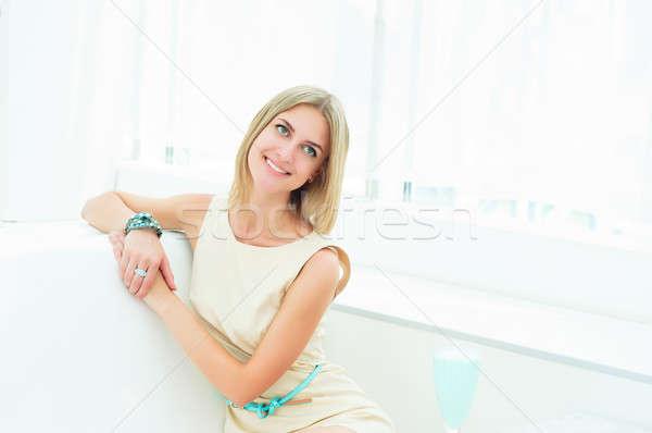 Сток-фото: портрет · красивая · женщина · кафе · красивая · девушка · жизни
