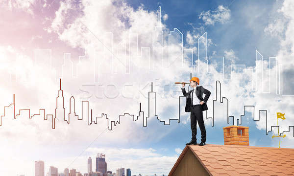 Ingénieur homme permanent toit regarder mixte Photo stock © adam121