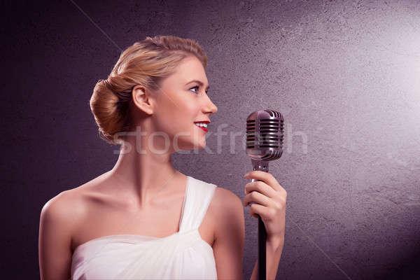 Mujer atractiva cantante micrófono grunge estilo moda Foto stock © adam121