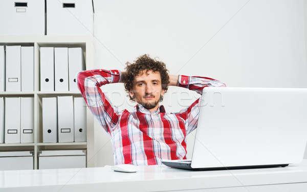 Férfi elvesz törik fiatal nyugodt póló Stock fotó © adam121