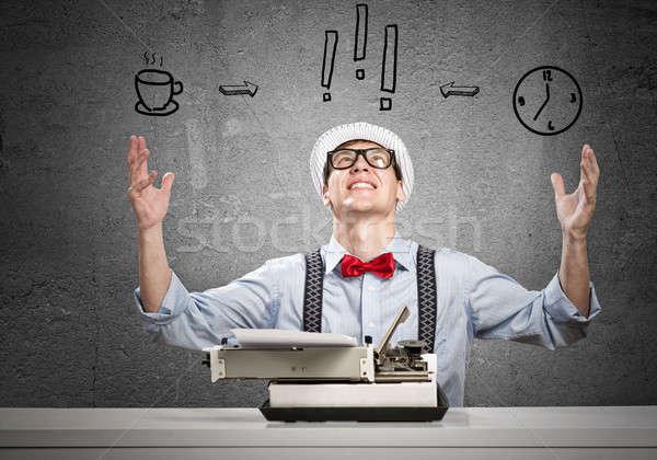 Homem escritor moço datilografia máquina espera Foto stock © adam121