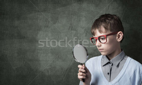 Stock foto: Neugierig · Lupe · cute · Junge · schauen
