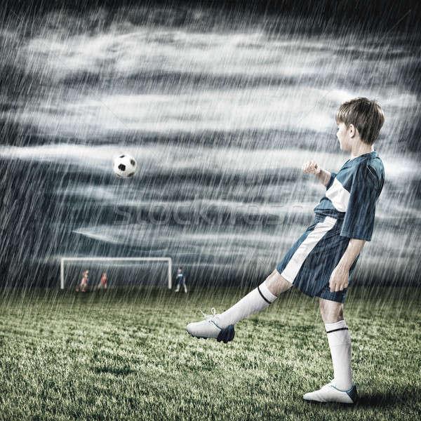 Foto stock: Jovem · futebol · campeão · animado · menino