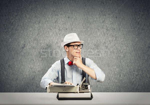 Ragazzo scrittore giovani Hat occhiali digitando Foto d'archivio © adam121