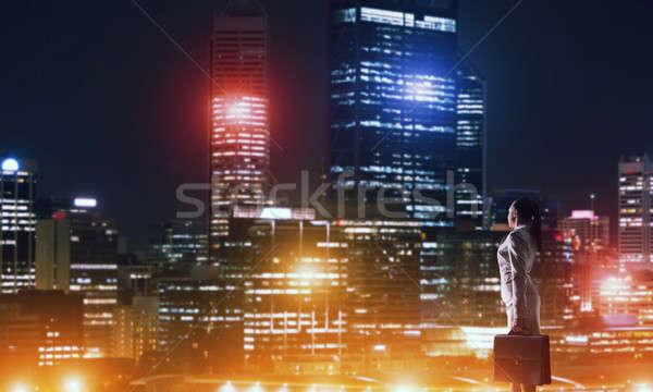 Donna guardando notte città vista posteriore elegante Foto d'archivio © adam121
