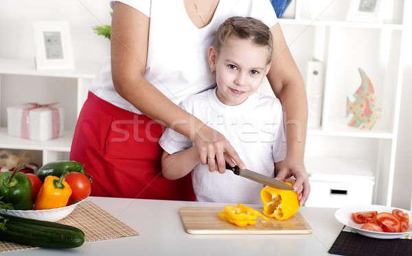 Stok fotoğraf: Anne · kız · pişirme · birlikte · anne · sebze