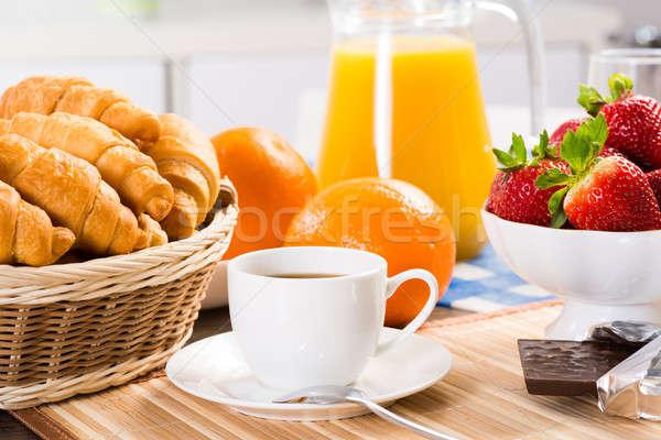 Stockfoto: Vroeg · ontbijt · sinaasappelsap · croissants · aardbeien · stilleven