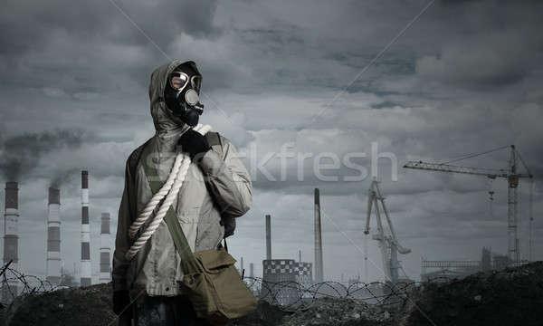 Postar futuro homem sobrevivente máscara de gás Foto stock © adam121