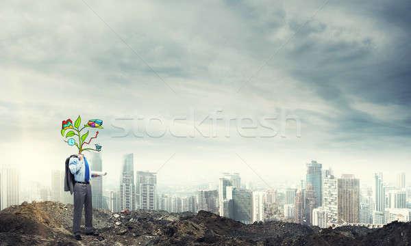 Ceny biznesmen zewnątrz wzrostu drzewo Zdjęcia stock © adam121