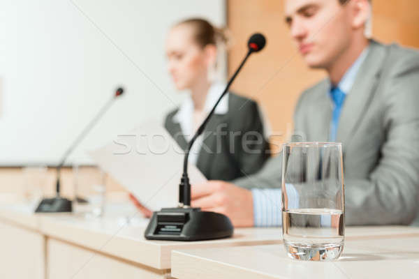 Conferentie focus glas water man vrouw Stockfoto © adam121