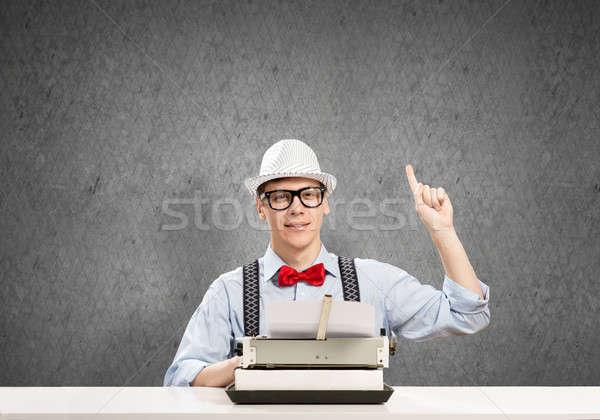 Cara escritor jovem seis óculos datilografia Foto stock © adam121