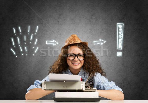 Fille écrivain jeunes joli tapant machine Photo stock © adam121