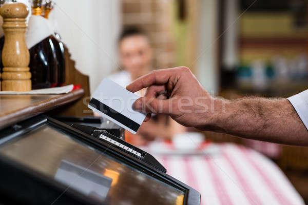 Kelner karty komputera działalności ceny człowiek Zdjęcia stock © adam121
