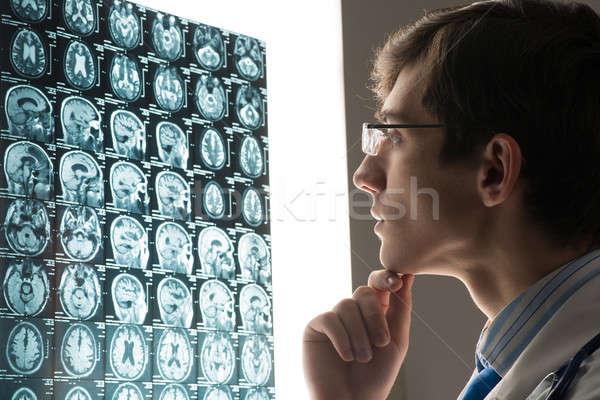 Erkek doktor bakıyor xray görüntü bağlı Stok fotoğraf © adam121