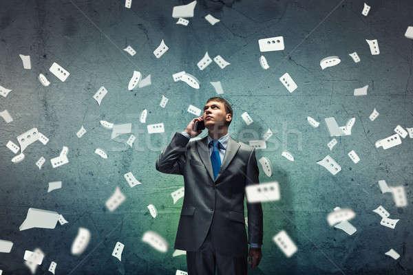 Stock fotó: Sír · üzletember · fiatal · csalódott · beszél · mobiltelefon
