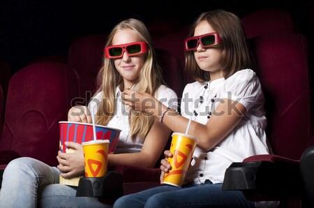 Deux filles Rechercher cinéma séance verres Photo stock © adam121