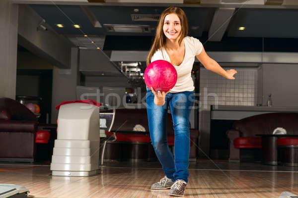 Agradável mulher jovem bola de boliche alvo sorridente Foto stock © adam121