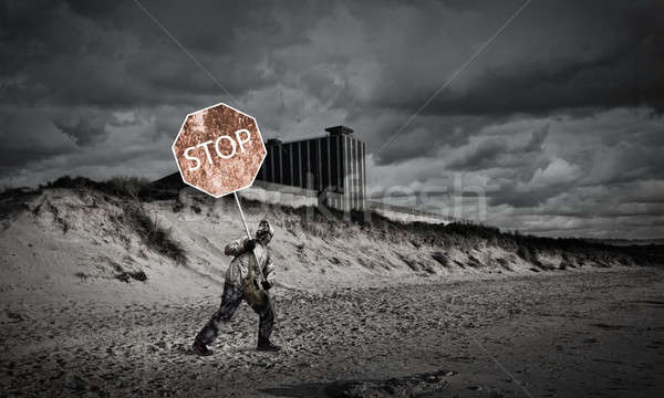 Vahiy gaz maskesi önlem durdurmak adam Stok fotoğraf © adam121