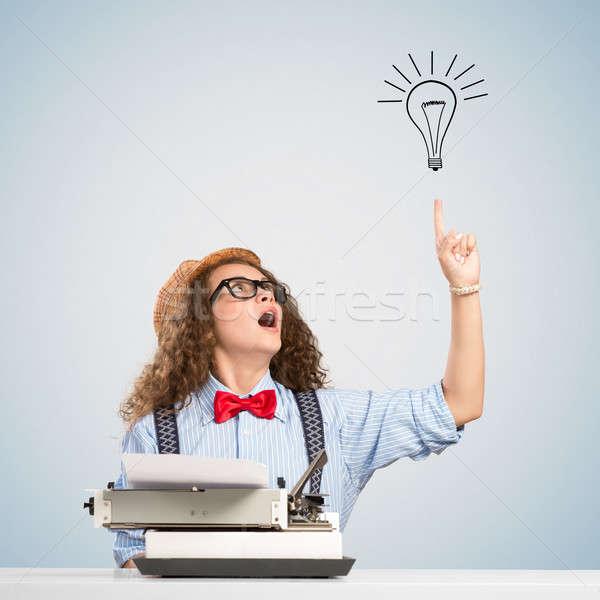 Mulher escritor imagem mulher jovem tabela máquina de escrever Foto stock © adam121
