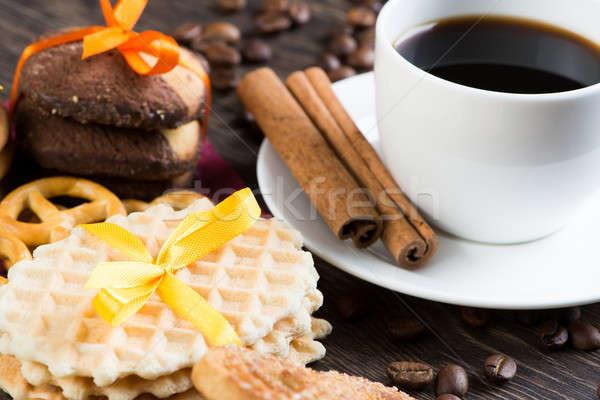 şekerleme kahve molası kurabiye bisküvi kutlama ahşap masa Stok fotoğraf © adam121