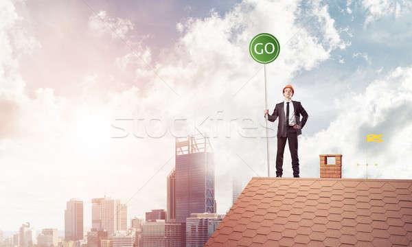 Biznesmen garnitur domu górę ekologia młodych Zdjęcia stock © adam121