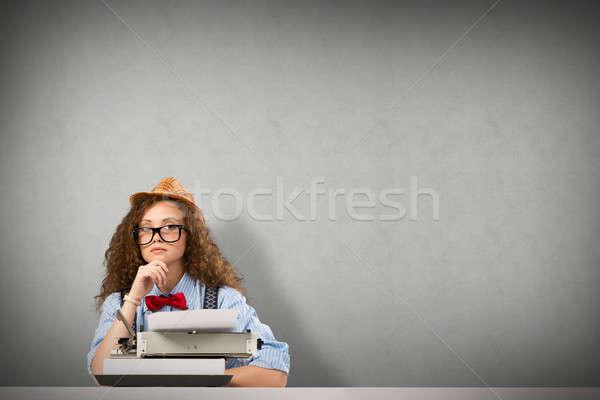 Mujer escritor imagen mesa máquina de escribir Foto stock © adam121
