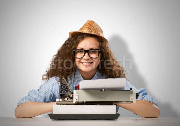 Donna scrittore giovani pretty woman digitando macchina Foto d'archivio © adam121