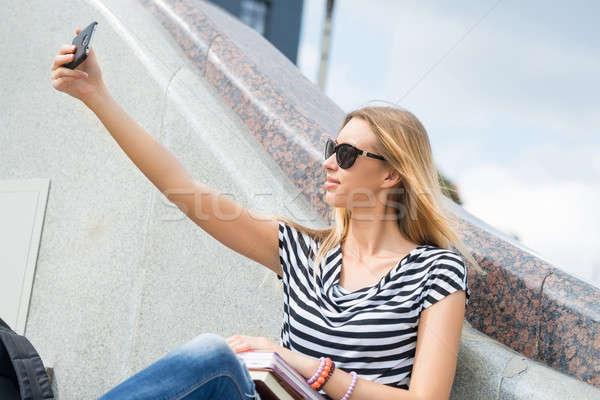 Lány készít fiatal csinos napszemüveg boldog Stock fotó © adam121