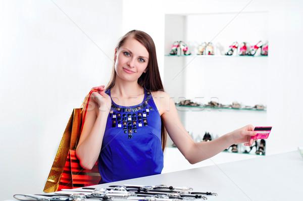 Nő vásárlás pénztár fizet hitelkártya fiatal nő Stock fotó © adam121