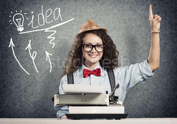 Escritor espera inspiração jovem mulher bonita datilografia Foto stock © adam121