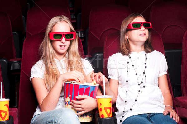Deux filles regarder film cinéma fille Photo stock © adam121