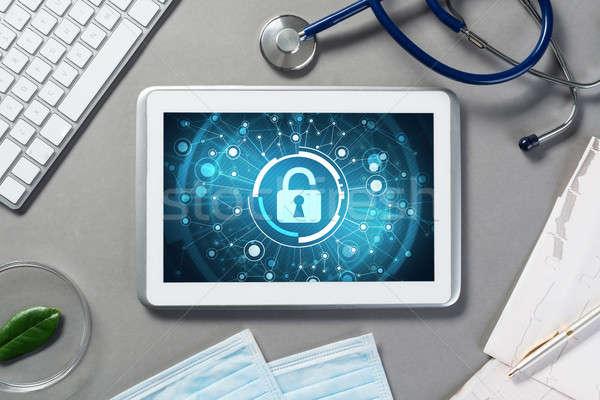 Háló biztonság technológia táblagép asztal orvosok Stock fotó © adam121