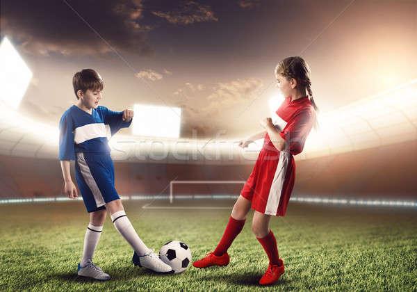 Partido de fútbol dos adolescentes escuela edad jugando Foto stock © adam121