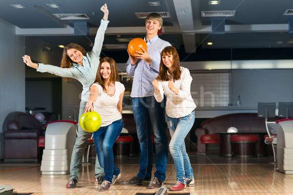 Csoport fiatal barátok játszik bowling idő Stock fotó © adam121
