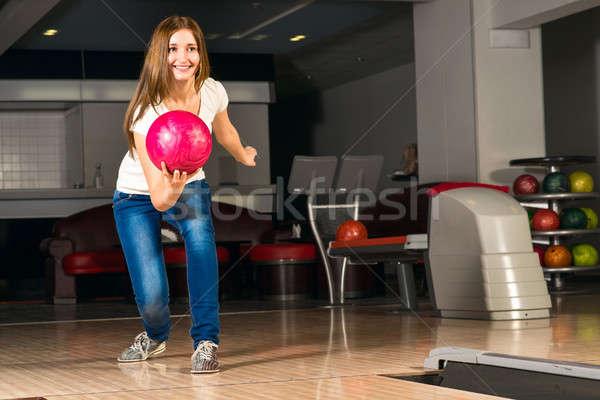 Kellemes fiatal nő bowling golyó külső cél mosolyog Stock fotó © adam121
