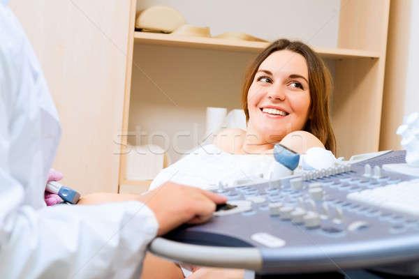 Kobieta w ciąży recepcji lekarza młodych atrakcyjny zdrowia Zdjęcia stock © adam121