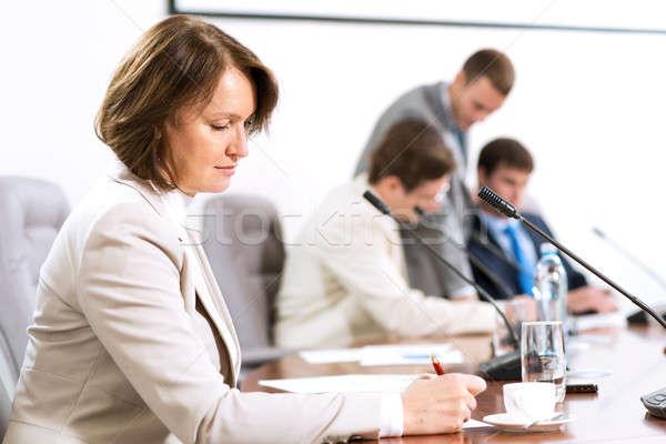 ストックフォト: シニア · ビジネス女性 · 作業 · 文書 · 会議 · 表