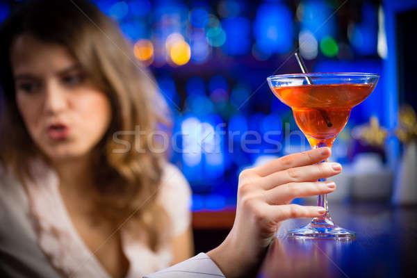 Primer plano manos vaso de martini pierna rojo Foto stock © adam121