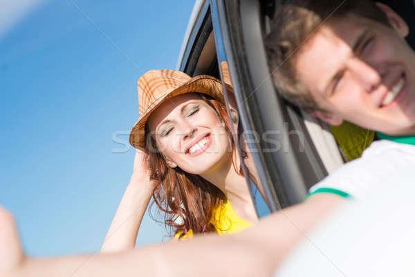 Stockfoto: Jonge · vrouw · naar · uit · auto · venster · hand