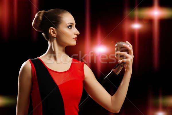 Stok fotoğraf: çekici · kadın · şarkıcı · mikrofon · arkasında · soyut · moda