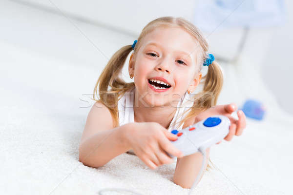 Ragazza giocare gioco consolare felice bambino Foto d'archivio © adam121