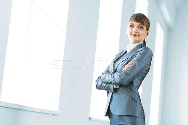 Stock fotó: Fiatal · modern · üzletasszony · karok · mosoly · nő