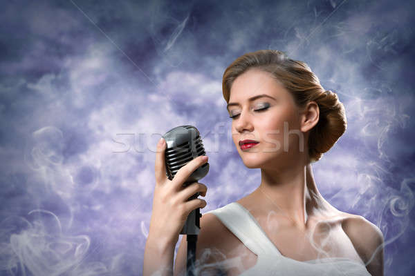 Hermosa mujer rubia cantante micrófono alrededor Foto stock © adam121