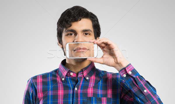 Man mobiele telefoon jonge man smartphone glimlach Stockfoto © adam121