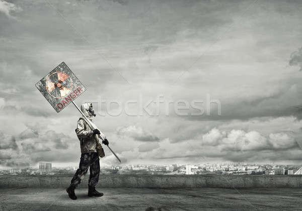 Vahiy gaz maskesi önlem tehlike işareti adam Stok fotoğraf © adam121